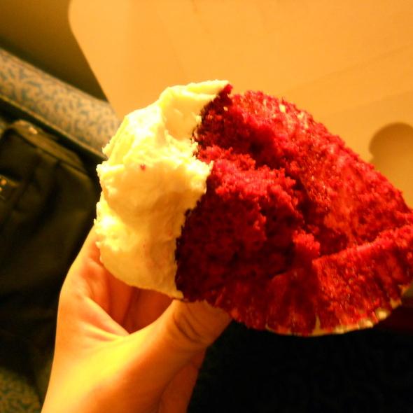 Red Velvet Cupcakes @ Magnolia Bakery