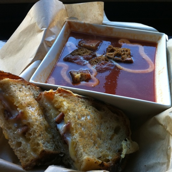 Tomato Soup and Grilled Cheese @ The American Grilled Cheese Kitchen