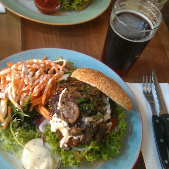 Biarritz burger and Ale no. 16 @ Halifax Trianglen