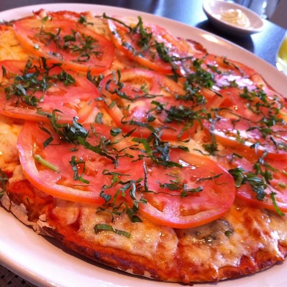 Pizza Caprese @ Il Grillo