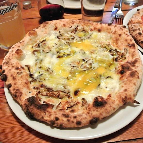 Truffle Pecorino Pizza @ Nomad Pizza
