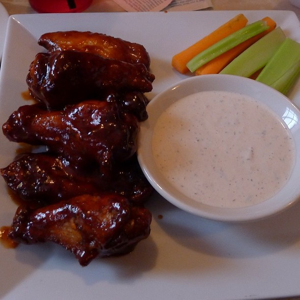 Lucky's Wings - Lucky's Lounge, Boston, MA