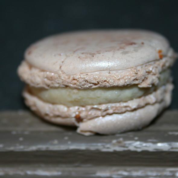 Macaron au jasmin @ Pierre Hermé Paris