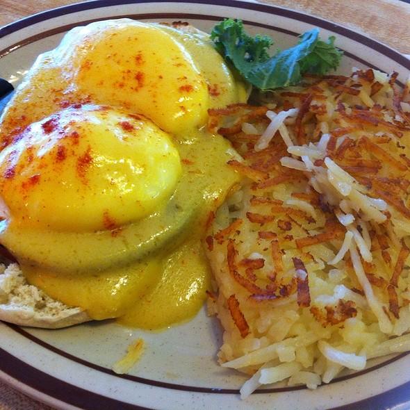 Eggs Benedict @ House of Pies