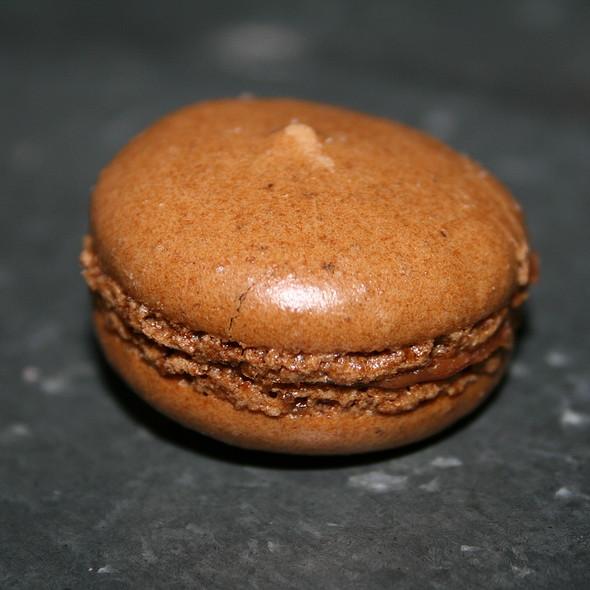 Macaron au prâliné @ Maison Georges Larnicol