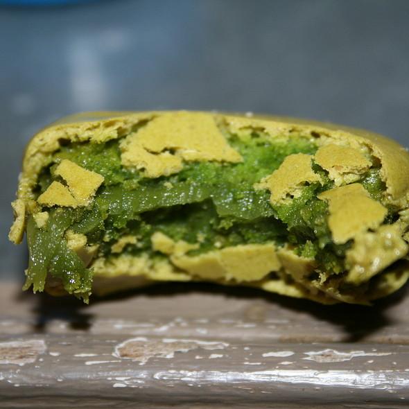 Green Tea Macaron @ Sadaharu Aoki (boutique Port Royal)