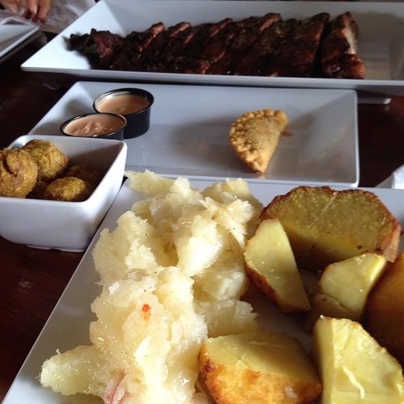 Costillas De Cerdo Con Batata Y Yuca @ Asao Smoke House