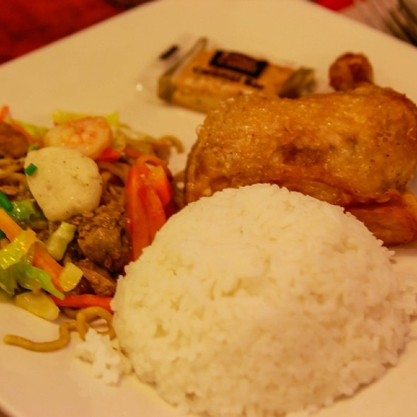Chicken Platter @ Max's Restaurant
