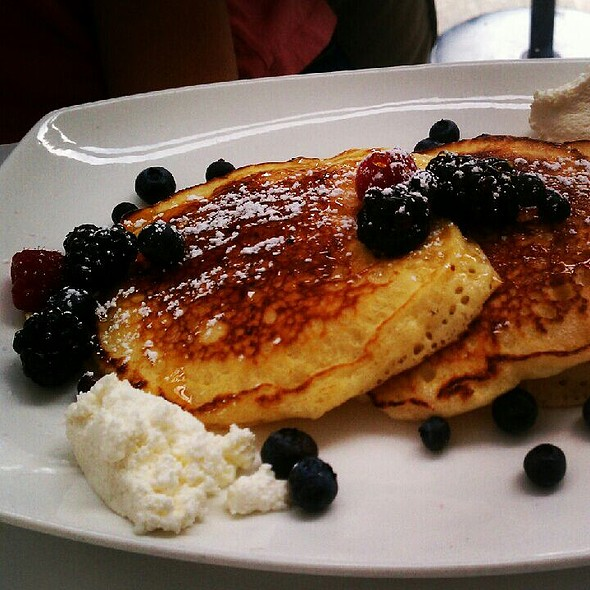 Lemon And Ricotta Pancakes With Fresh Berries
