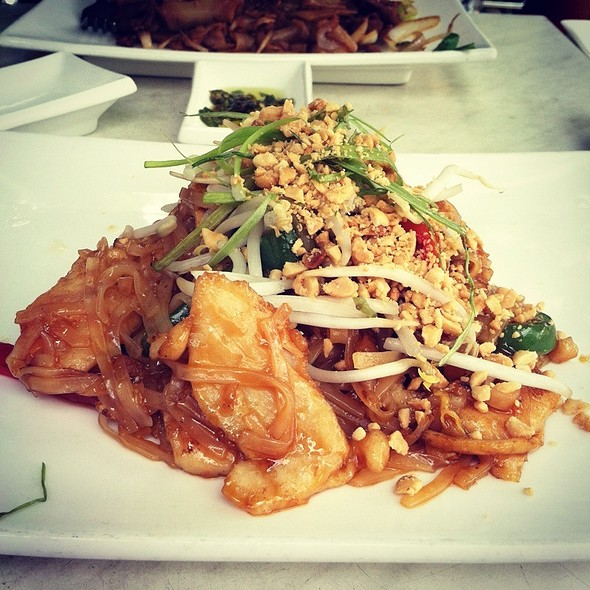 Chicken Pad Thai - Jade Eatery & Lounge, Forest Hills, NY