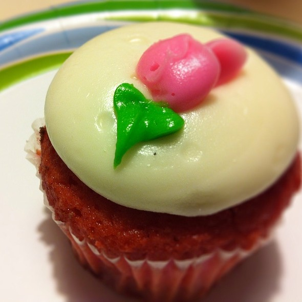Strawberry Guava Cupcake @ Hokulani Bake Shop @ Hyatt