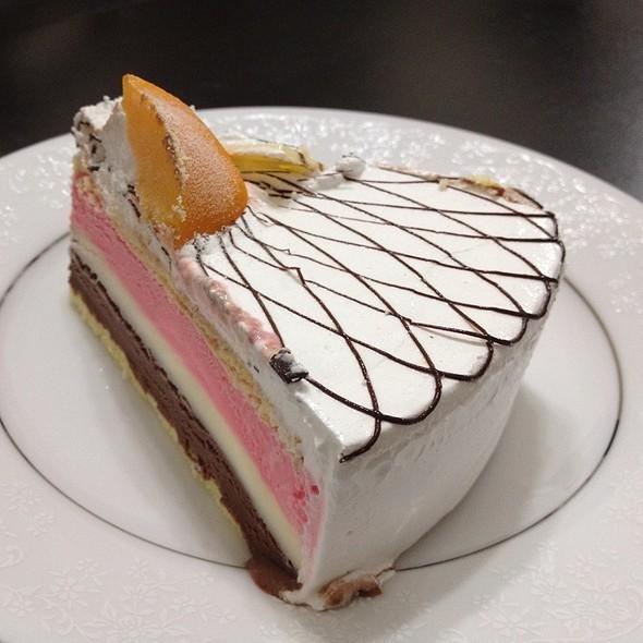 Ice Cream Cake @ SWENSEN'S - Tampines Mall