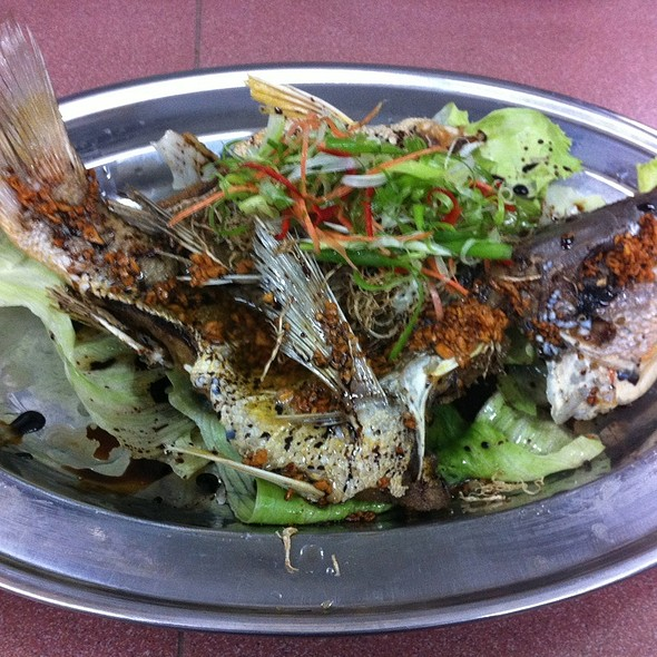 Deep Fried Ikan Jenak With Ginger & Garlic