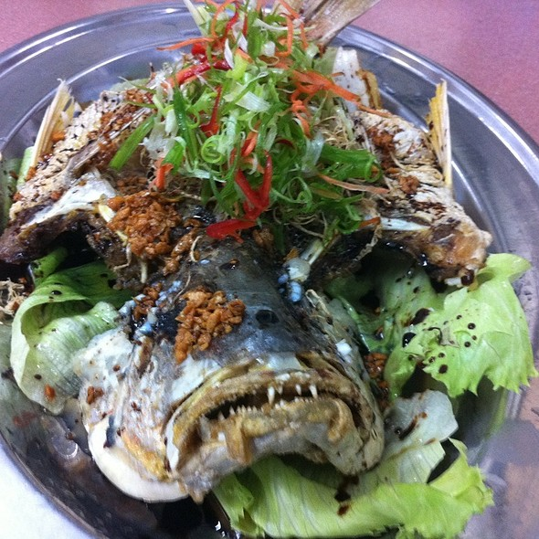 Deep Fried Jenak Fish With Ginger & Garlic
