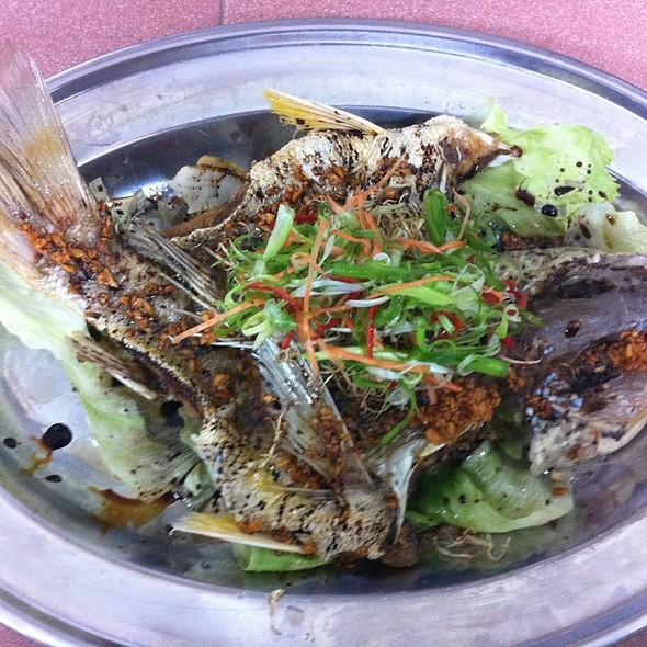Deep Fried Jenak Fish With Ginger & Arlic