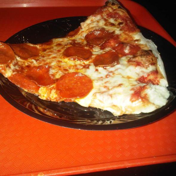 peperoni pizza @ New York-New York Hotel & Casino