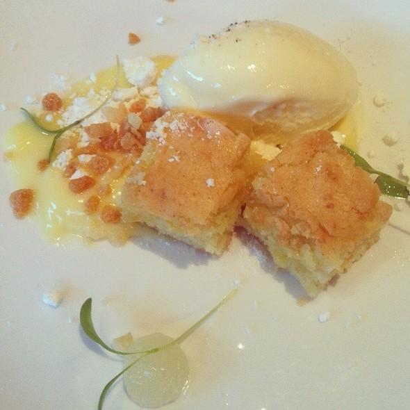 Olive Oil Cake @ Restaurant Le St-Urbain