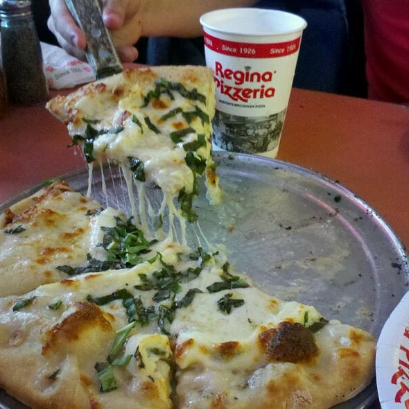 Regina Formaggio Pizza @ Pizzeria Regina