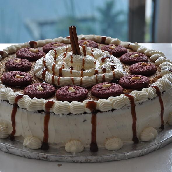 Cinnamon Glee Giant cookie cake @ Cookie jar