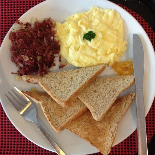 Breakfast 2: Scrambled Eggs, Corned Beef, Wheat Bread  @ Seattle's Best