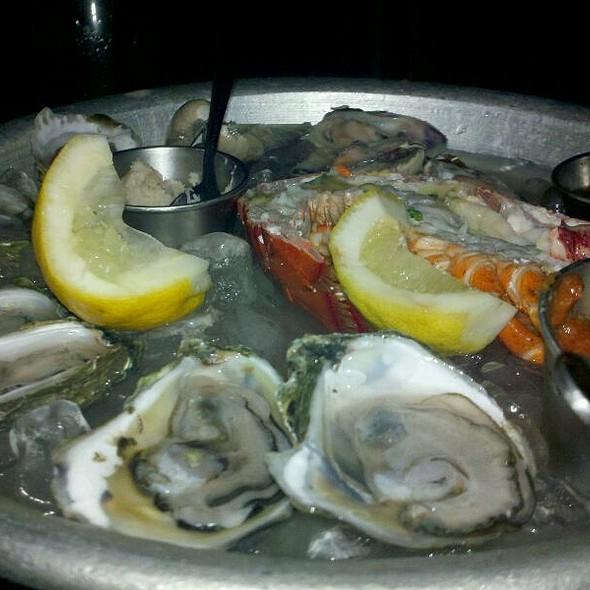 Chilled Shellfish Platter @ Sam's