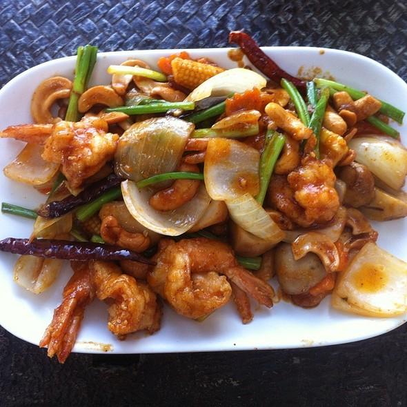 Pad Met Ma Muaang Goong ผัดเม็ดมะม่วงใส่กุ้ง