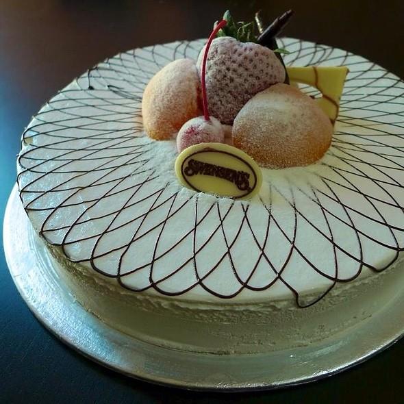 Ice Cream Cake @ Swensen's Ice Cream Cake