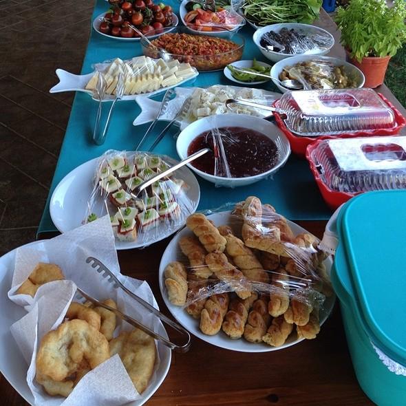 Ege Köy Kahvaltısı @ Harmani Tatil Ciftligi