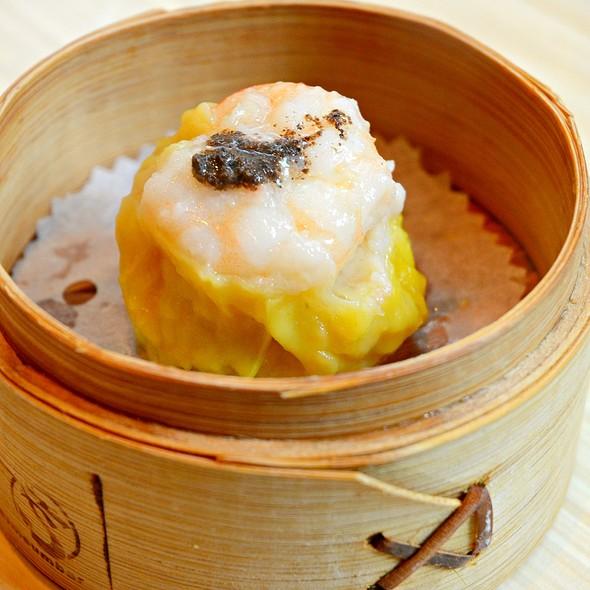 黑松露鮮蝦燒賣皇 Siu mai with truffle @ dimsumbar 點一龍