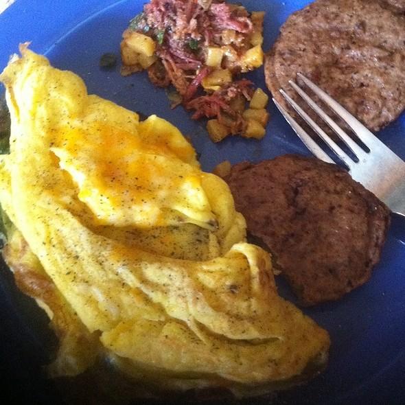 Veggie Omelette With Turkey Sausage - Biscottis, Jacksonville, FL