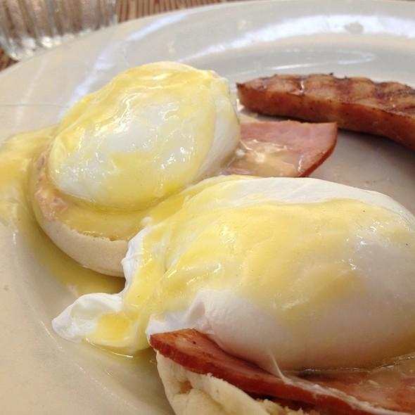 Eggs Benedict - Lucky 32 Southern Kitchen - Greensboro, Greensboro, NC