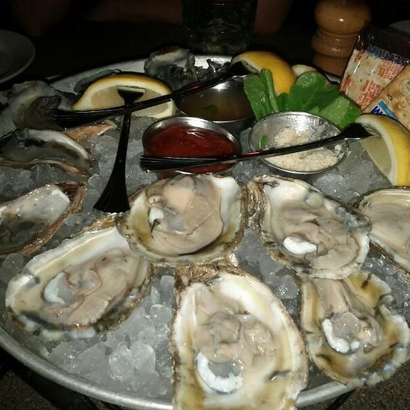 Oysters - Mitchell's Fish Market - Livonia, Livonia, MI