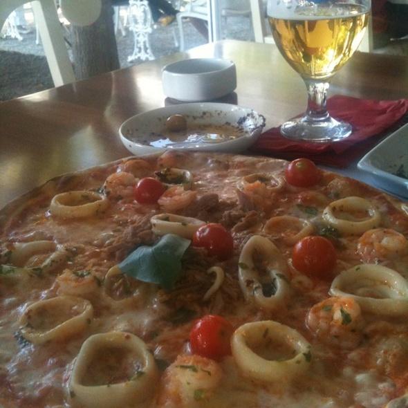 deniz urunleri pizza