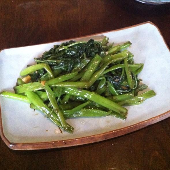 Stir Fried Greens With Sesame And Garlic Sauce @ Akari