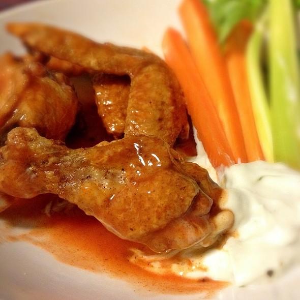 Buffalo chicken wings @ ぷりな亭
