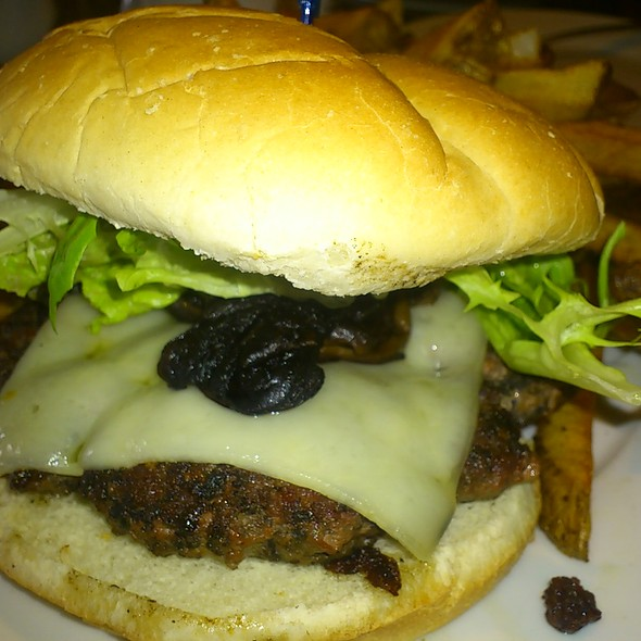Beef Burger w mushrooms @ YellowBelly Brewery