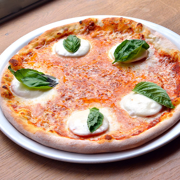 Pizza Caprese @ Vapiano