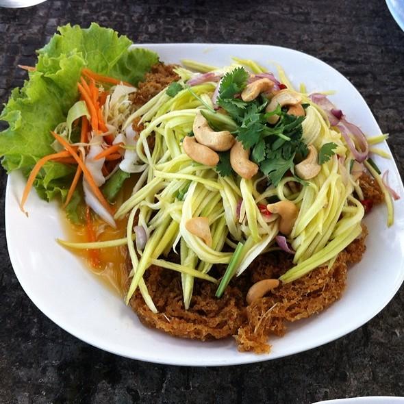 Yam Pla Dook Foo ยำปลาดุกฟู @ Mama Klong