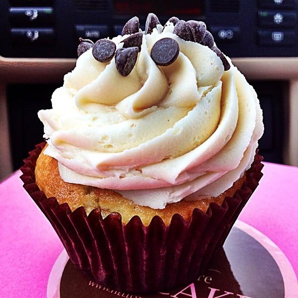 The Elvis Cupcake