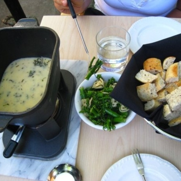 Aged White Chedder & Black Truffle Fondue @ Living Room Restaurant The