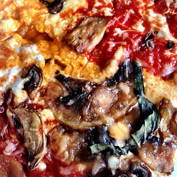 Mushroom Pizza @ Merilu Pizza Al Metro