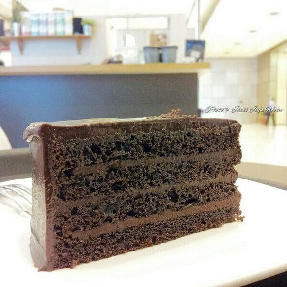 Signature Valhorna Dark Choc Cake