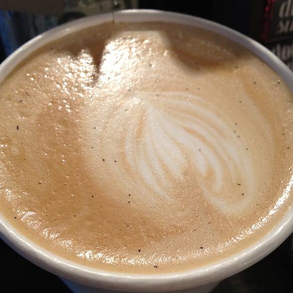 Vanilla Bean Latte @ Hollow