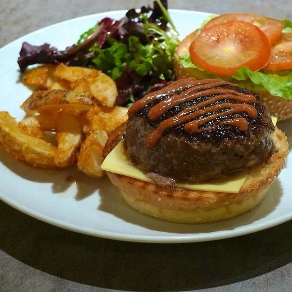 Handcrafted Beef Burger @ NYDC