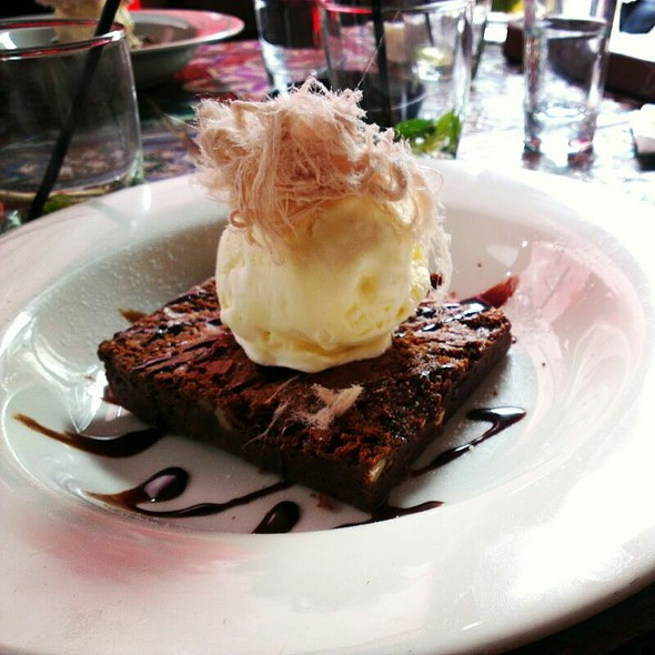 Double Chocolate Brownie, Fairy Floss & Vanilla Bean Icecream @ The Winery