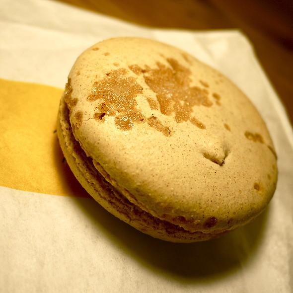 Macaron (Caramel And Sea Salt)