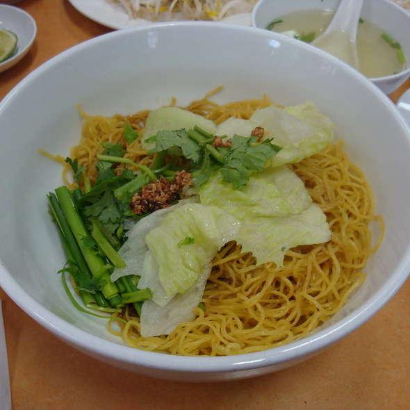 Criskin Chicken with Dry Egg Noodle @ Tan Viet Noodle House
