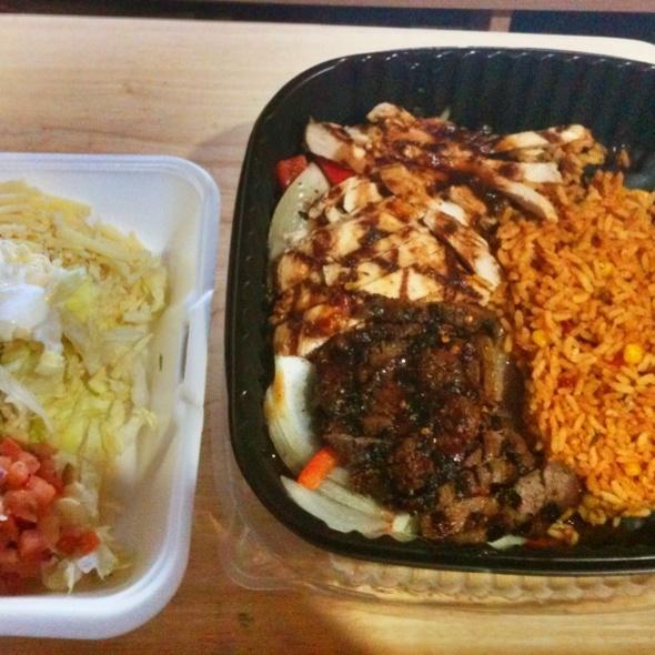Sizzleing Fajitas @ Applebee's Neighborhood Grill