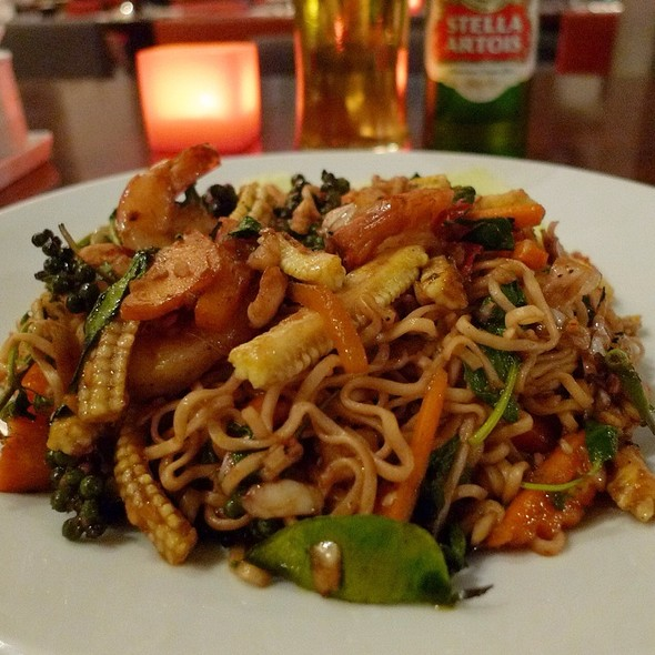 Noodle With Chili And Basil Shrimp @ FoodLoft Central Chidlom