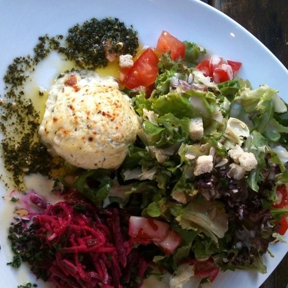Gratinierter Ziegenkäse Mit Roter Bete Und Salat @ Imbiss 204